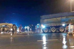 Yên Bái: Xe khách va chạm với xe đầu kéo, 4 người nhập viện