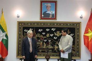Hội hữu nghị Việt Nam-Myanmar trao tặng vật tư y tế ủng hộ nhân dân nước bạn chống Covid-19