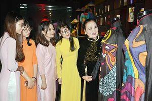 Đưa di sản văn hóa áo dài đến gần hơn với công chúng