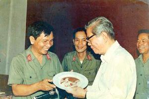 Tình cảm của Tổng Bí thư Nguyễn Văn Linh dành cho tờ báo chiến sĩ