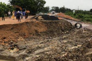 Nước lũ khiến QL25 qua Gia Lai bị chia cắt nhiều giờ, Quảng Nam ngập sâu