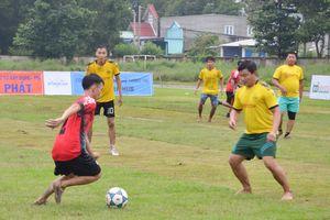 Giải bóng đá thanh niên xã Sông Xoài: Hơn 100 VĐV tham gia