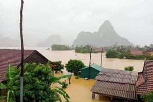 Mưa lũ ở Quảng Trị-Quảng Bình áp sát cấp thảm họa