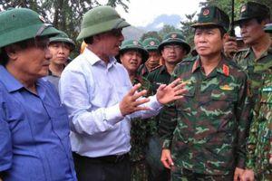 Thứ trưởng Lê Đình Thọ chỉ đạo công tác mở đường cứu nạn sạt lở ở Quảng Trị