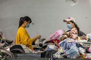 Trung Quốc vật vã xử lý 26 triệu tấn quần áo cũ