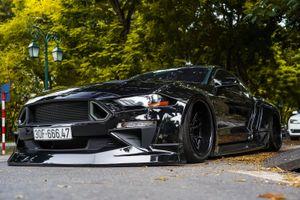 Ford Mustang GT hầm hố với gói độ thân rộng tại Hà Nội