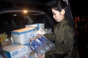 Hoa hậu nhân ái Nguyễn Xuân My vào Quảng Trị cứu trợ người dân vùng lũ