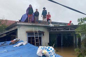 Đại hồng thủy nuốt chửng Quảng Bình trong đêm, khắp nơi người dân kêu cứu