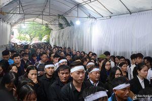 Đồng đội, người dân Nghệ An đón 4 liệt sĩ hy sinh ở Rào Trăng 3 trở về quê hương