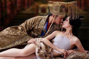 Tiết lộ động trời về nhân vật bí ẩn dạy vua kiến thức 'giường chiếu'