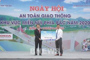 Honda tặng 1.000 mũ bảo hiểm cho người dân Yên Bái
