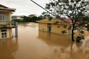 Quảng Bình: Thêm một bệnh viện bị nhấn chìm giữa mênh mông nước lũ