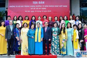 Toàn cảnh Lễ kỷ niệm 90 năm ngày Phụ nữ Việt Nam của Bộ Ngoại giao