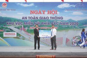 Honda Việt Nam tặng 1.000 mũ bảo hiểm cho người dân Yên Bái
