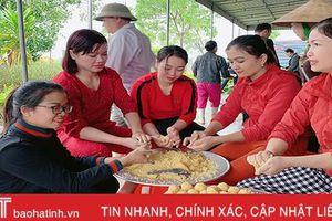 Phụ nữ thị xã Hồng Lĩnh nấu 3.000 bánh chưng ủng hộ người dân vùng lũ