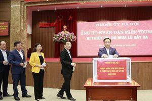 Cơ quan Thành ủy Hà Nội tham gia ủng hộ người dân các tỉnh miền Trung