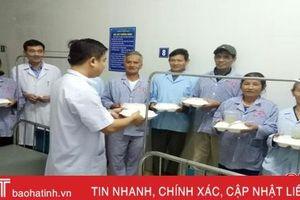 Không để bệnh nhân phải 'thiếu ăn, thiếu thuốc' trong những ngày mưa lụt