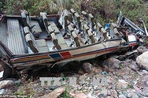 Xe khách lao xuống hẻm núi làm 6 người thiệt mạng, 34 người bị thương