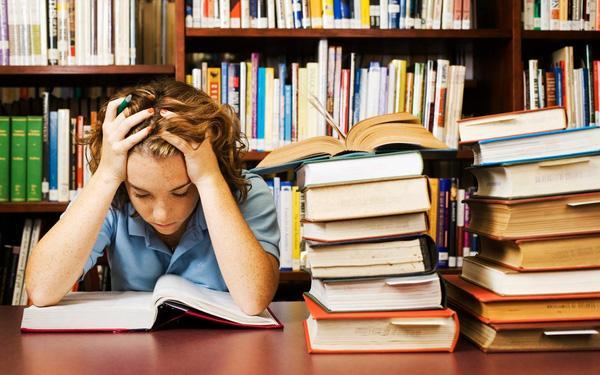 Cha mẹ mệt mỏi vì con phải học thêm 'ngoại giao'