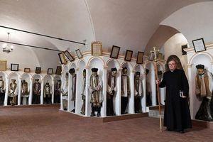 Rợn người 'thánh địa' của người chết tại Italy