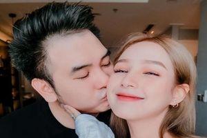 Streamer giàu nhất Việt Nam bất ngờ lộ ngày cưới bạn gái hot girl