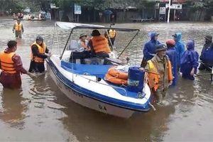 Quảng Bình: Khó tiếp cận và thiếu phương tiện thủy cứu trợ vùng bị lũ cô lập