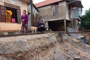Quảng Bình: Hàng chục căn nhà bị sạt lở, nhiều người thoát chết trong gang tấc