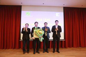 Trao Kỷ niệm chương 'Vì sự nghiệp Kiến trúc' cho Hiệu trưởng trường Đại học Xây dựng