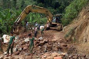 Đào hàng trăm khối đất, đá tìm kiếm các nạn nhân ở Rào Trăng 3