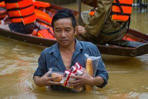 'Không để hàng cứu trợ nơi có, nơi không'