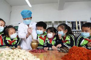 Trung Quốc đưa y học cổ truyền vào trường học cả nước