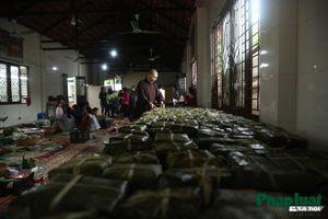 Hàng vạn chiếc bánh chưng từ Thủ đô gửi tới đồng bào lũ lụt miền Trung
