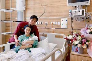 Pha Lê 'vượt cạn', ông xã người Hàn 'khóc um xùm trong phòng sinh'