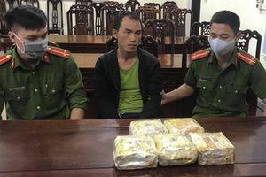 Nổ súng bắt giữ cán bộ y tế Lào cùng 5kg ma túy đá