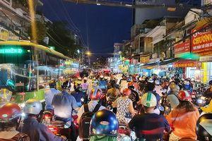 Bình Thạnh: Biển người ùn tắc trên đường Lê Quang Định
