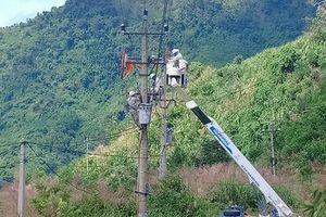 Điện lực Trà Bồng: Di dời máy cắt phân đoạn Trà Phong và xử lý tiếp xúc trên lưới điện