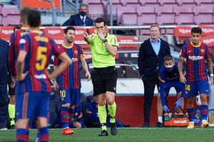 Barca nổi xung trước thông tin về trọng tài trận Siêu kinh điển