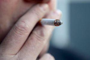 Nam hành khách bị phạt nặng vì hút thuốc trên máy bay