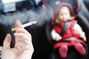 Phạt nặng hành khách lén hút thuốc lá trên máy bay