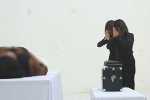 Cô gái 8X làm nghề trang điểm tử thi: 'Tôi vái lạy khách 3 lần trước khi bắt đầu'
