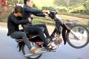 Triệu tập đối tượng điều khiển xe máy không đội mũ bảo hiểm, bốc đầu xe.