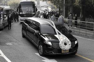 Công nhân rơi nước mắt trong lễ tang cố chủ tịch Samsung