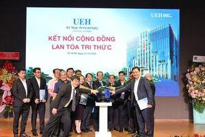 UEH khởi động chương trình 'Kết nối cộng đồng, lan tỏa tri thức'