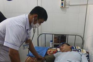 Quảng Bình: Xe cứu trợ chở 10 thành viên bị lật