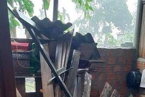Hàng trăm nhà dân 2 huyện miền núi ở Huế bị tốc mái do bão