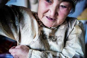 Người phụ nữ Trung Quốc làm quần áo từ da cá