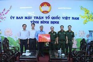 Lực lượng vũ trang tỉnh Bình Định hỗ trợ người dân bị thiệt hại do mưa bão