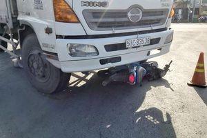Tiền Giang: Xe máy rơi vào 'điểm mù' của xe tải, 2 mẹ con tử vong thương tâm