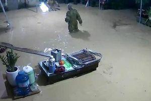 Mưa lớn gây ngập trên diện rộng, Nghệ An di dời dân khẩn cấp khỏi vùng nguy hiểm