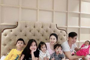 Hằng Túi đăng bức ảnh gia đình đông đủ 7 thành viên, dân mạng khẳng định không ai có thể soán ngôi 'khéo đẻ' của hot mom